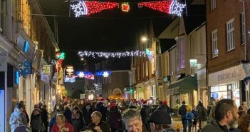 PHOTOS & VIDEO: Large crowds turn out for Budleigh's late-night shopping as town agrees #whereyoushopmatters