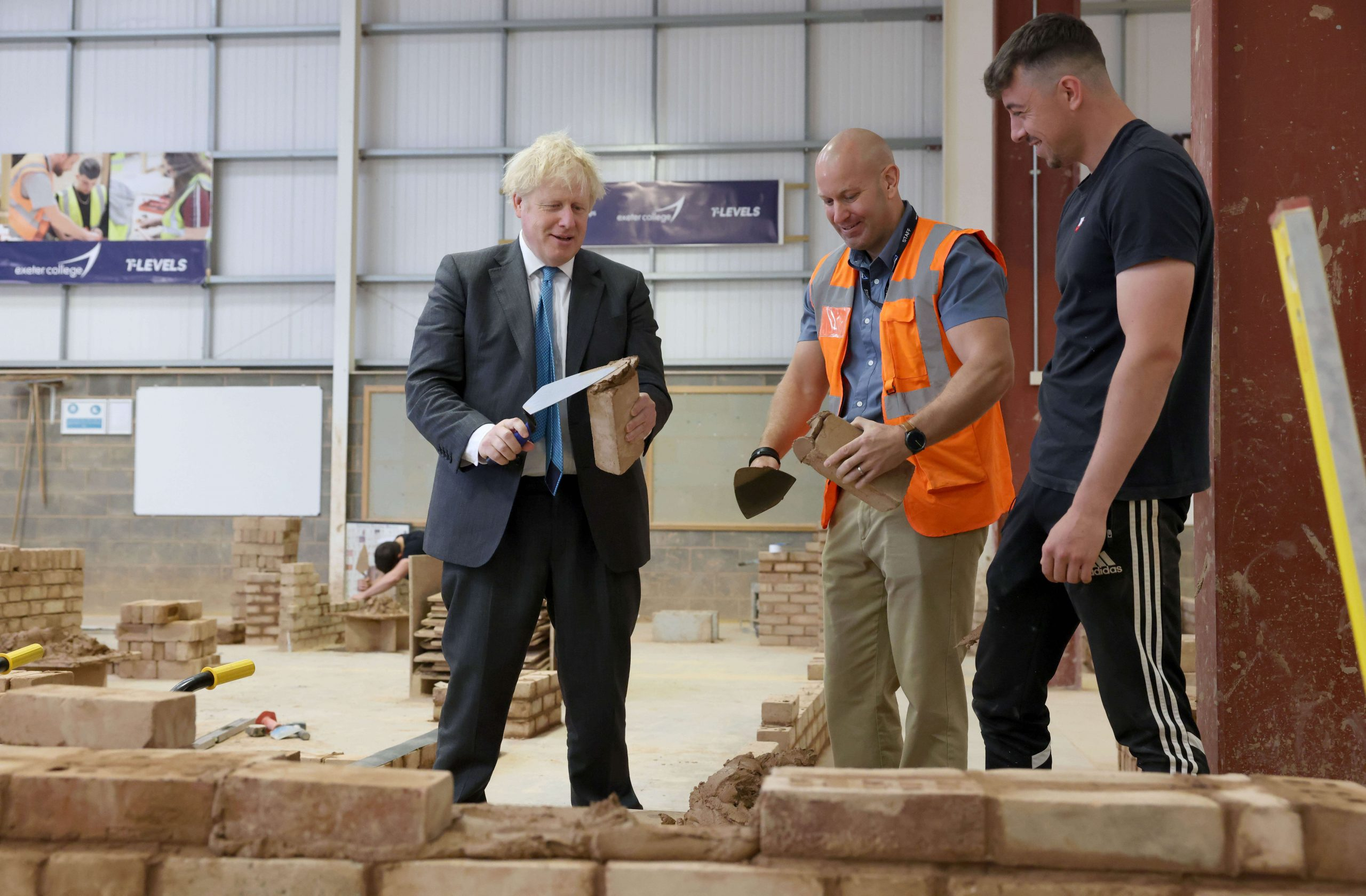 Boris Johnson visits the Exeter College Construction Centre. Picture by Andrew Parsons / No 10 Downing Street