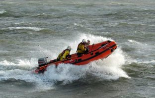 Exmouth RNLI lifesavers speed to the rescue. Image: RNLI