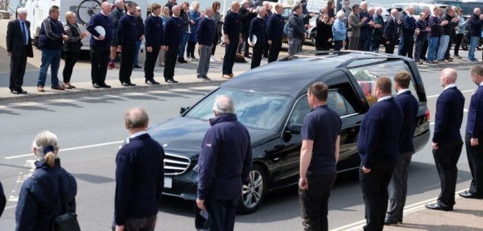 PHOTOS & VIDEO: Applause for Exmouth 'lifeboat legend' Tim Mock as town turns out to say goodbye