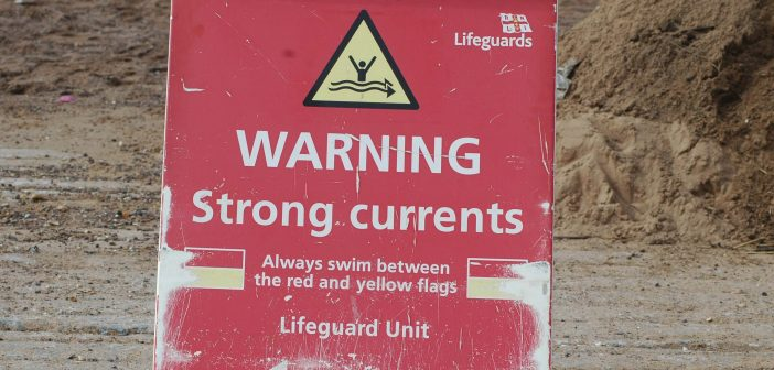 Exmouth coastwatch volunteers issue warning to beachgoers over 'recipe for disaster'  danger stretch of water